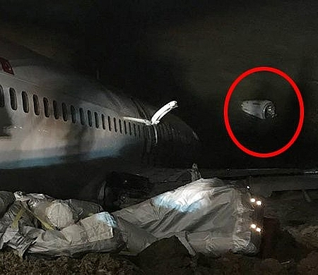 Động cơ của máy bay đã bị rơi ra (Ảnh: getty).
