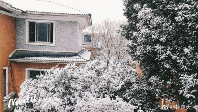 Nhìn tuyết rơi trắng xóa ở nơi diễn ra chung kết U23 Việt Nam - Uzbekistan, người hâm mộ nghĩ gì? - Ảnh 13