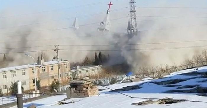 Theo các báo cáo địa phương và các nhà hoạt động nước ngoài, Nhà thờ Golden Lampstand ở tỉnh Sơn Tây đã bị các sĩ quan cảnh sát phá hủy trong tuần này. (Ảnh: AP)
