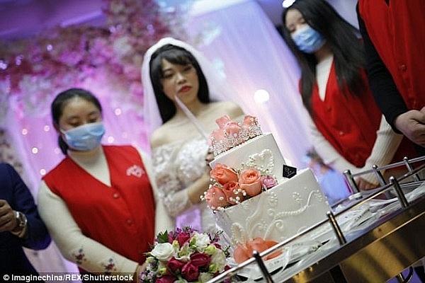 Món quà đặc biệt sau đám cưới không chú rể của cô gái mắc ung thư