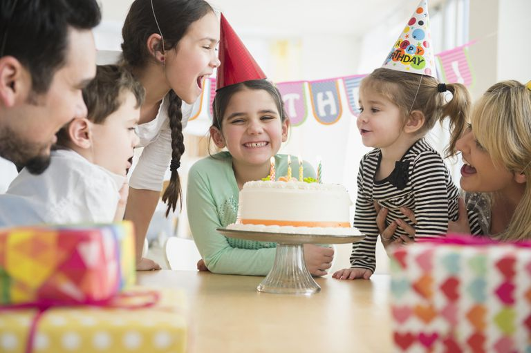 caucasian-family-celebrating-at-birthday-party-565974789-5c5c7ec0c9e77c0001661fa3
