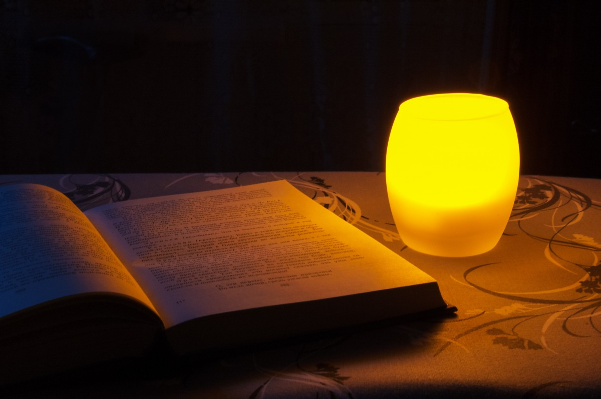 book_lamp_night_reading_candle_literature_education_romantic-1271279